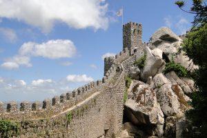 Battlements_of_Moorish_Castle_-_Sintra_-_Portugal_(4635656953)